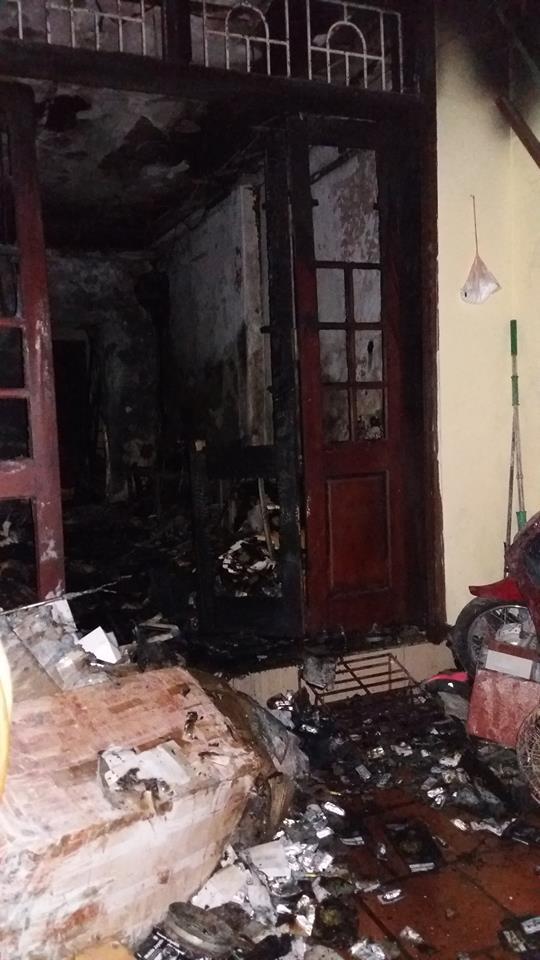 """HN: Cháy nhà 3 tầng, 4 mẹ con thoát chết nhờ """"bảo bối"""" cứu hỏa này - 1"""