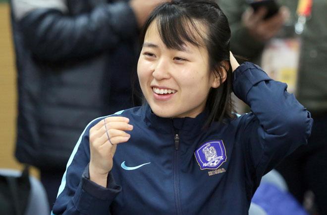 Sếp nữ xinh U23 Hàn Quốc dẫn quân đấu Công Phượng, Xuân Trường - 6