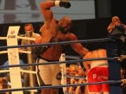 """Thể thao - Võ sỹ 2m, 150kg: Bị 15 cao thủ MMA đánh """"thân tàn ma dại"""""""
