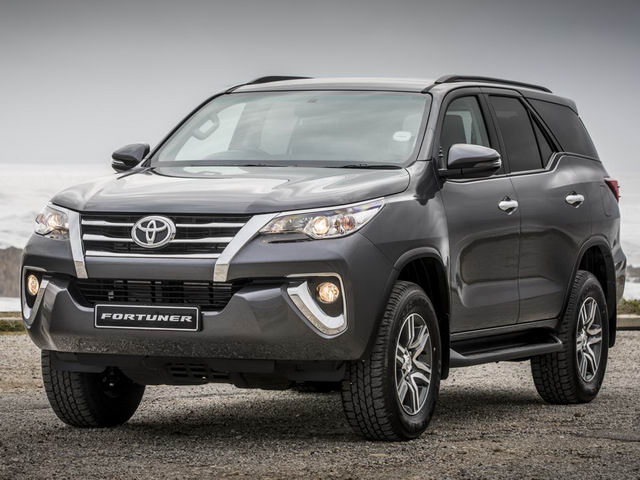 Doanh số Toyota Fortuner tụt dốc chóng vánh - 2