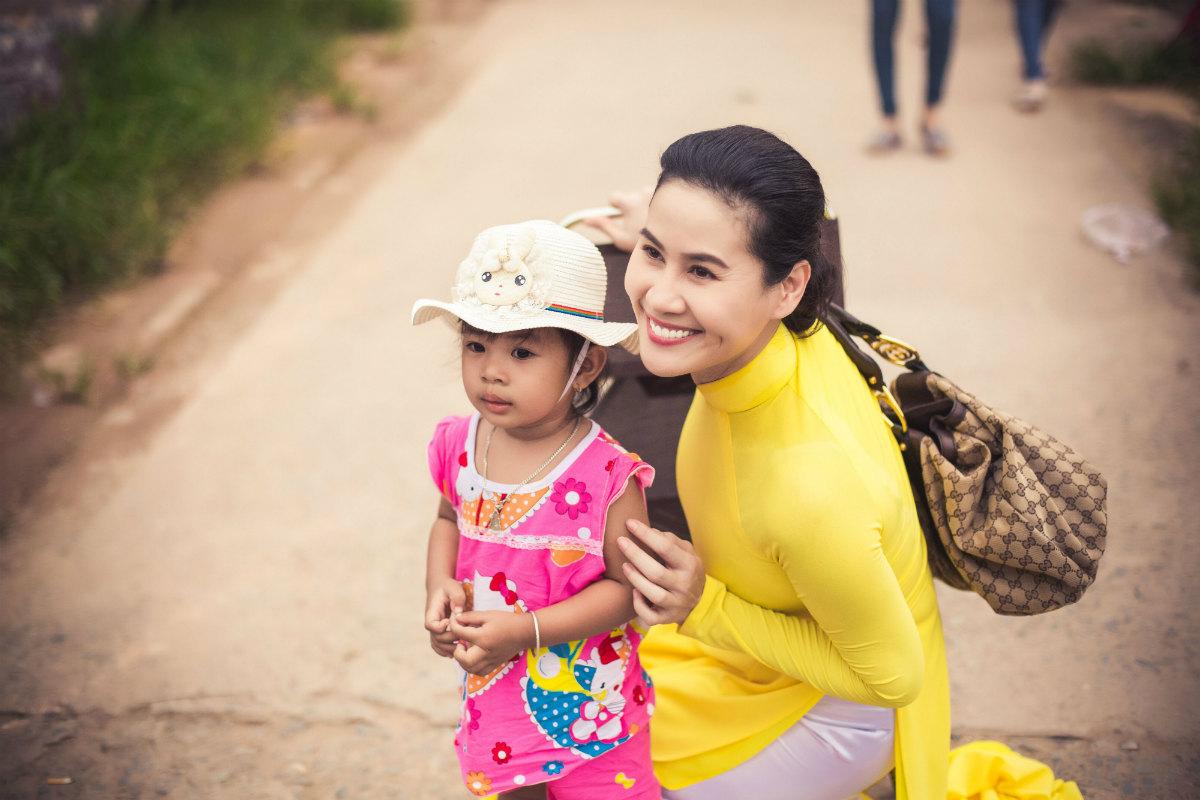 Thân Thúy Hà kể chuyện được Hoài Linh giúp đỡ trên phim trường - 2