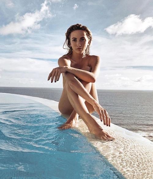 Người ta quấn chăn đi làm vì rét, con nhà giàu vẫn diện bikini tắm biển - 8