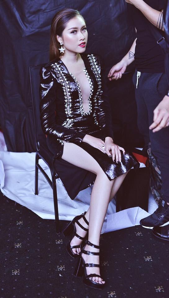 Sở thích mặc gợi cảm của nữ MC VTV từng thi hoa hậu - 12