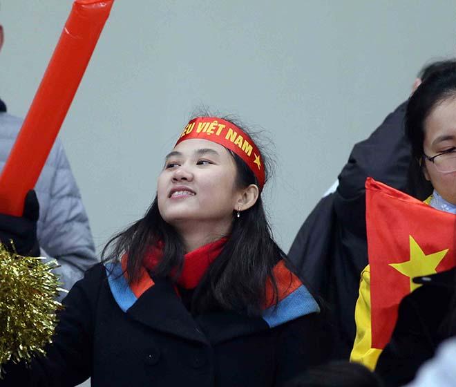 CĐV nữ chịu lạnh -3 độ C cổ vũ Công Phượng & U23 Việt Nam - 7