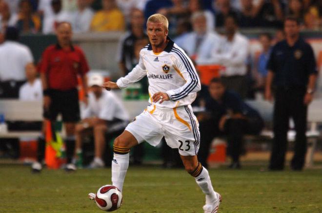 Chấn động bóng đá 11/1: Beckham ẵm 4000 tỷ đồng, bỏ Real đến LA Galaxy - 2