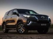 Doanh số Toyota Fortuner tụt dốc chóng vánh