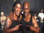 """Tuyệt đỉnh Mike Tyson  """" song kiếm """"  Ronaldinho, kẻ sút người đấm"""