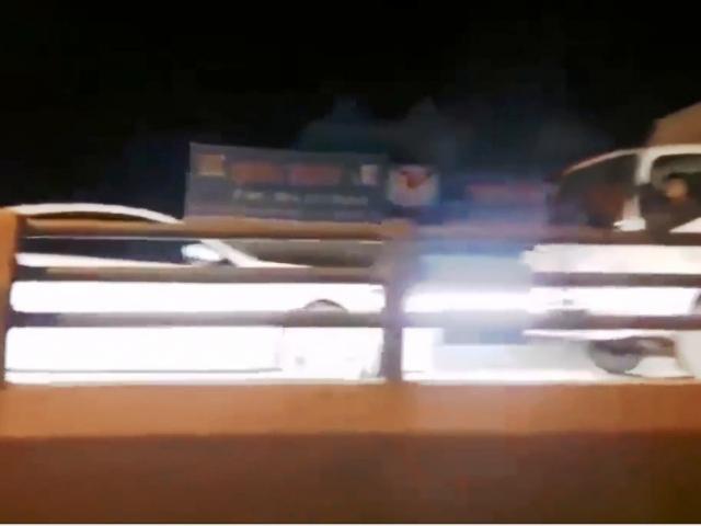 Xe 45 chỗ đâm sập cổng chào cầu vượt Tây Sơn-Thái Hà - 3
