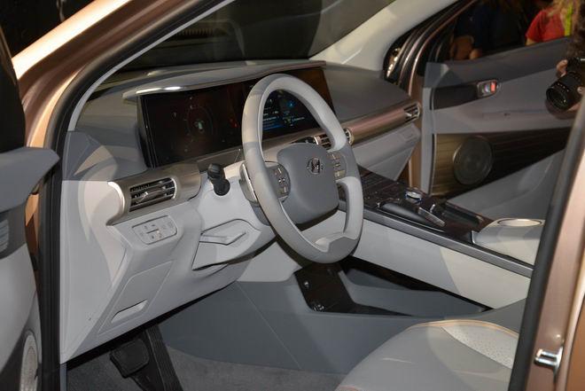 Hyundai Nexo: Crossover chạy điện tiên tiến - 2