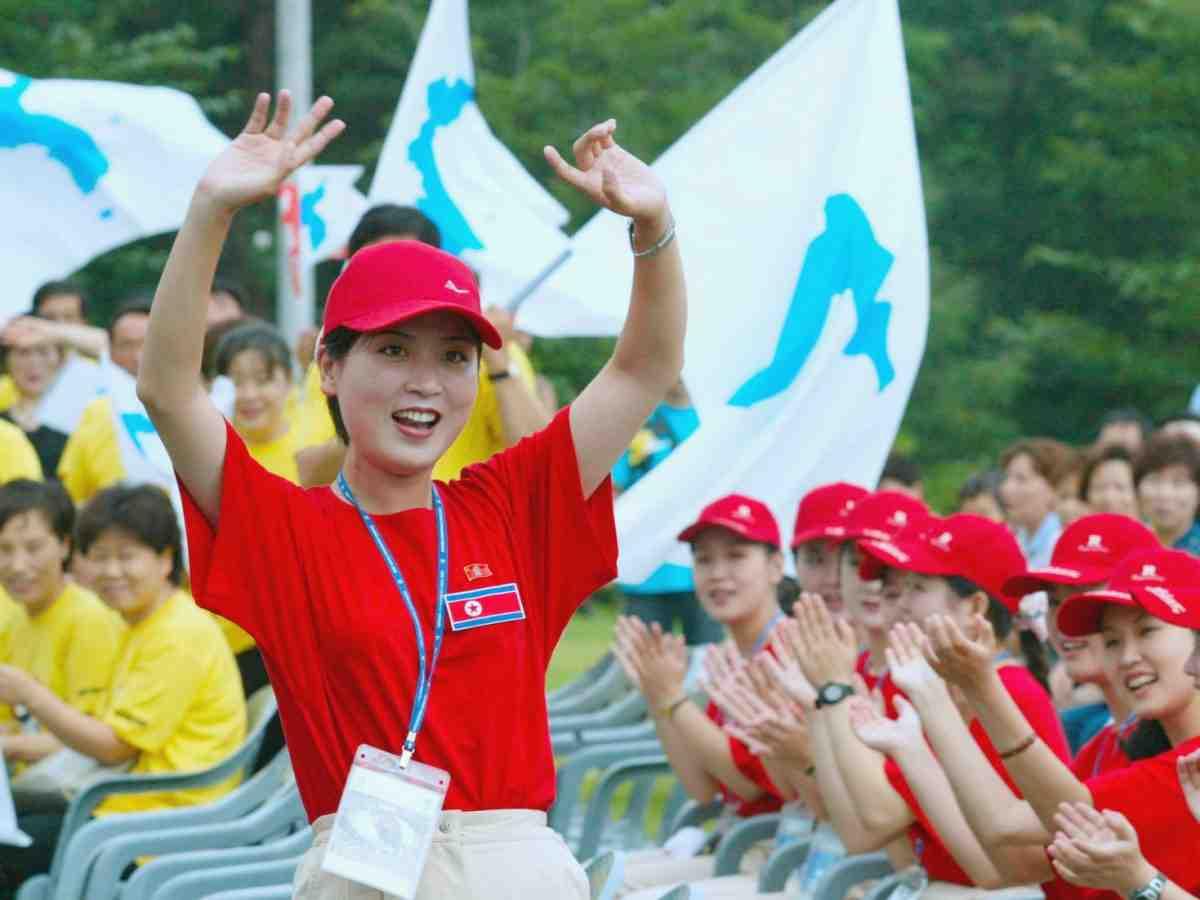 """Ngắm """"đội quân"""" toàn mỹ nữ của Triều Tiên đi cổ vũ ở nước ngoài - 3"""