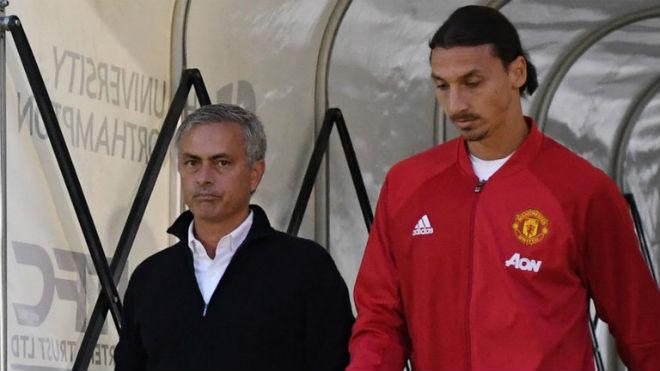 Họp báo MU - Stoke City: Mourinho bất ngờ khen Sanchez, vỗ về Ibra - 6