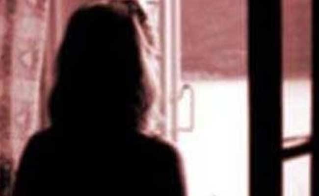 Nghẹn ngào bé gái 11 tuổi bị xâm hại dã man trước mặt mẹ và anh trai - 1