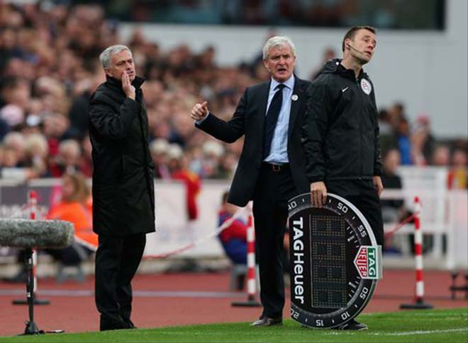 Họp báo MU - Stoke City: Mourinho bất ngờ khen Sanchez, vỗ về Ibra - 1