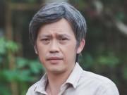 Hoài Linh mải mê buôn điện thoại làm ngã đứa bé trong phim Tết