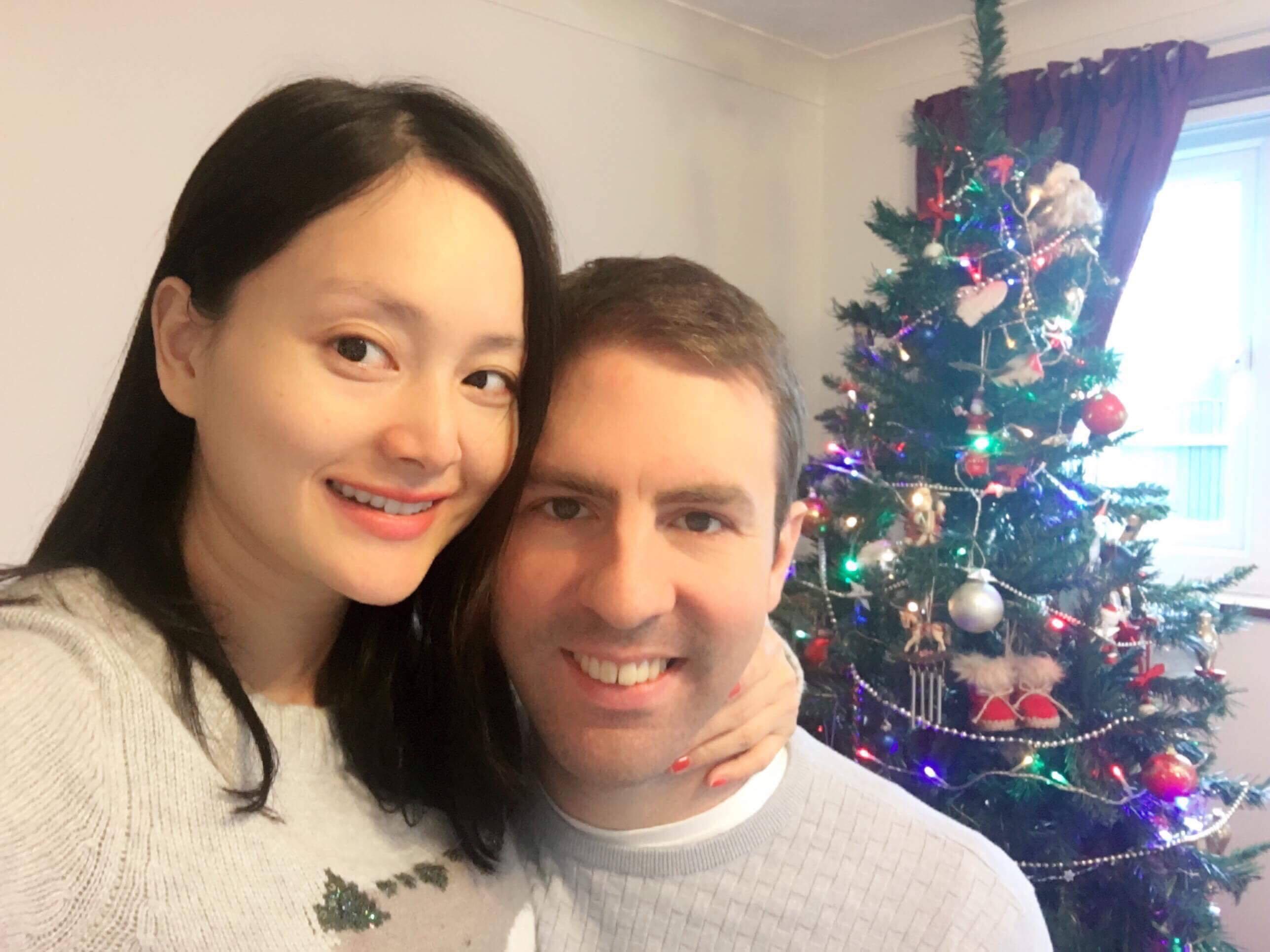 Lan Phương đã đính hôn với bạn trai ngoại quốc cao hơn 2m - 3
