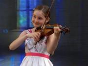 """Thần đồng âm nhạc 10 tuổi được mệnh danh là  """" truyền nhân """"  của Mozart"""