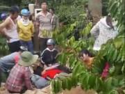 Tin tức trong ngày - Hai người bị điện giật rơi xuống suối tử vong