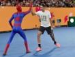 Australian Open: Federer đánh cặp Người nhện, nô đùa với Djokovic
