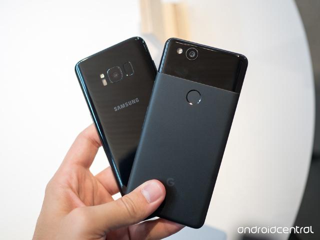 """Galaxy S8+ vs Pixel 2 XL: Máy nào chụp chân dung """"xịn"""" hơn?"""