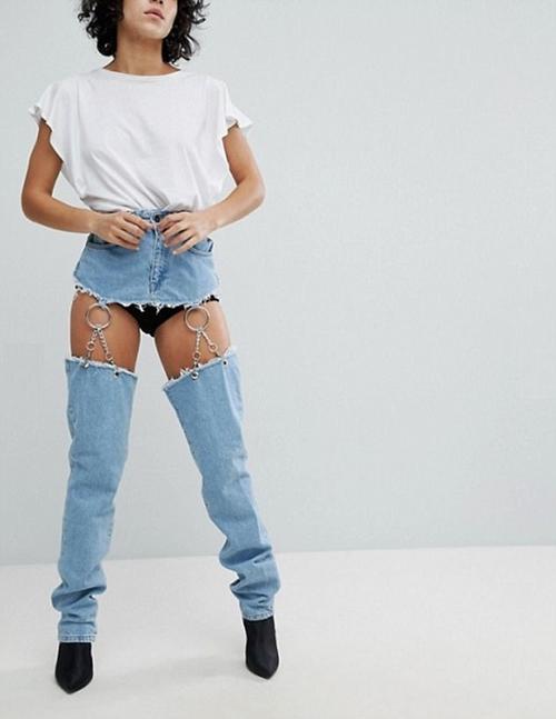 Hơn 2 triệu cho chiếc quần jeans che chỉ nửa vòng 3, ai dám mặc? - 1