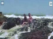 Đang đùa nghịch với bạn trai, cô gái bị sóng biển ập đến đánh gãy chân