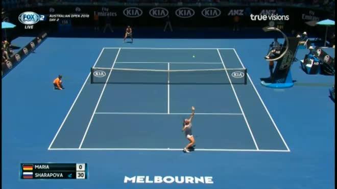 """Australian Open: Sharapova """"gây bão"""" cởi áo giữa thanh thiên bạch nhật"""