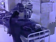 Video: Vào tận giường bắt cóc trẻ sơ sinh đang nằm với mẹ ở Ấn Độ