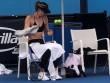 """Australian Open: Sharapova  """" gây bão """"  cởi áo giữa thanh thiên bạch nhật"""