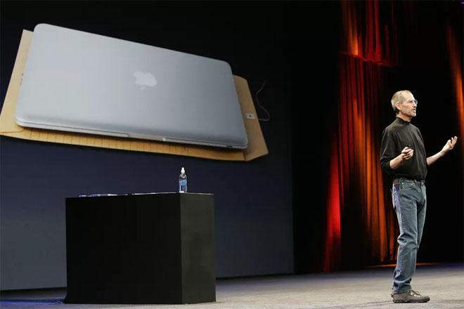 10 năm trước Steve Jobs và Macbook Air nhỉ làm đổi thay tương lai laptop - 1