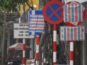 Vì sao nhiều biển báo trên phố Hà Nội bất ngờ bị  bịt mắt ?