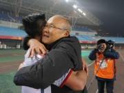 U23 Việt Nam vào tứ kết: HLV Park Hang Seo  & amp; 2 lần bật khóc
