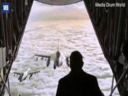Vị thủ tướng đứng ở đuôi máy bay trên cao 5.000m vẫy chào chiếc F-16