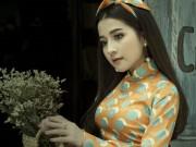 Hot girl Ngọc Ánh khoe  vòng eo con kiến  trong tà áo dài