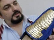 Chán làm giày thường, thợ người Ý dùng vàng 24k để làm giày cho giới siêu giàu