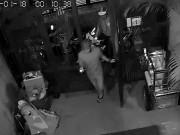 Camera ghi hình nhóm trộm 3 lần vào nhà lấy 3 xe máy