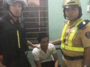 Lần theo thiết bị định vị, cảnh sát tóm tên trộm đang  phê  trong quán
