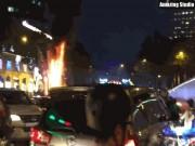 Lửa cháy ngùn ngụt tại đèn trang trí Tết ở trung tâm Sài Gòn