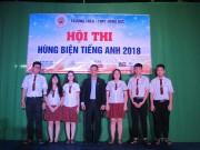 Học sinh Hồng Đức TP. HCM thi hùng biện Tiếng Anh kiểu game show