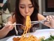 Choáng với món mì Ý dài tới 9m, không dùng kéo thì đố ăn hết được