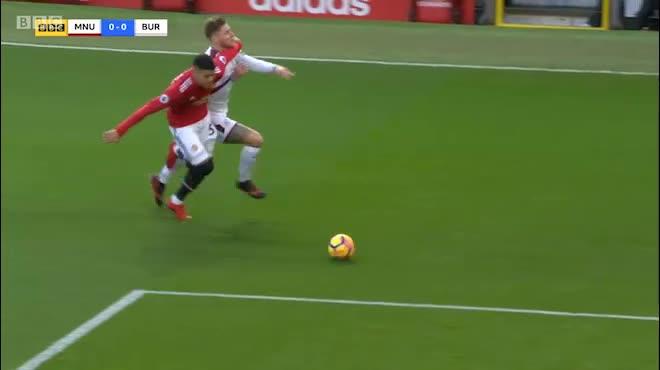 Burnley – MU: Rửa hận lượt đi, chờ đón Sanchez