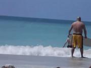 """Cái kết  """" sấp mặt """"  cho những kẻ thích thể hiện ở bãi biển"""