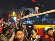 1001 kiểu ăn mừng kì tích chưa từng có trong lịch sử bóng đá Việt Nam