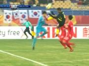 """U23 Malaysia thua 12 giây, ức chế đạp  """" vỡ ngực """"  thủ môn Hàn Quốc"""