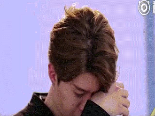 Em trai Phạm Băng Băng khóc nức nở vì sức ép từ chị gái nổi tiếng