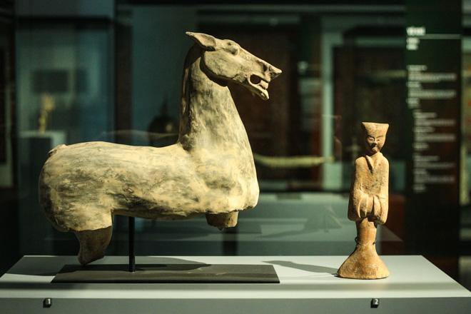 Ngắm loạt cổ vật cực quý của thế giới lần đầu xuất hiện tại Việt Nam - 13