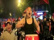 Khoảnh khắc vui sướng tột đỉnh của CĐV khi U23 Việt Nam đánh bại U23 Iraq