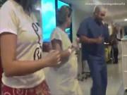 Bác sĩ nhảy samba với sản phụ trong phòng sinh