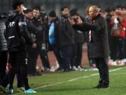 U23 Việt Nam: Kỳ lạ HLV Park Hang Seo bỏ trốn thời khắc lịch sử