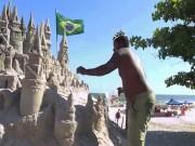 """"""" Nhà vua """"  sống trong lâu đài cát suốt 22 năm"""