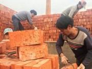 Bị nợ lương, công nhân TQ không ngờ được trả 29 vạn viên gạch